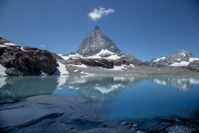 Zermatt, Svizzera - la montagna iconica Il Cervino fotografie stock libere da diritti