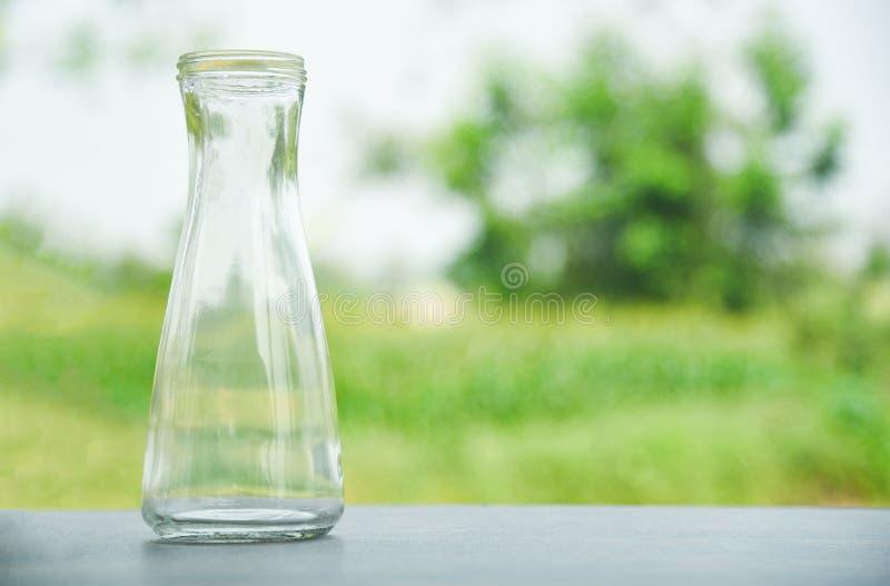 Zero jałowy używa mniej plastikowego pojęcia, wodnego szkła słoju miotacza wazy bezpłatnego klingerytu/ obrazy stock