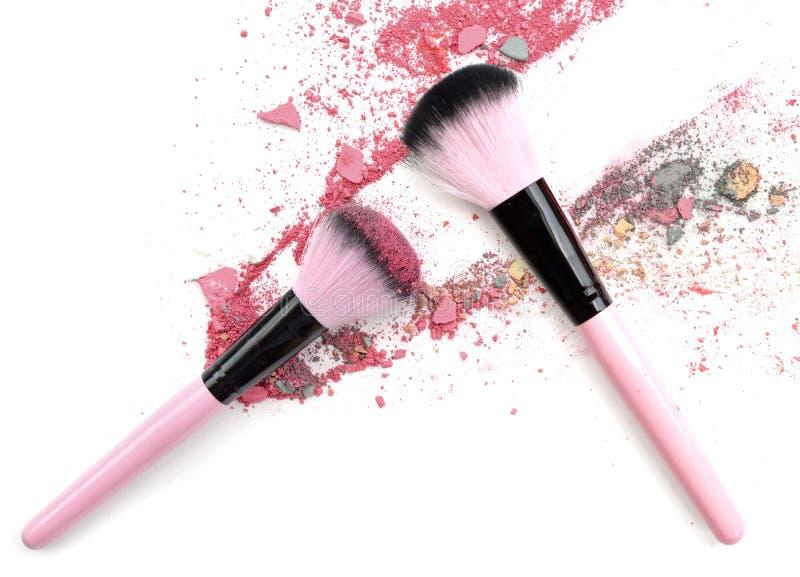 Zerquetschte die Mischfarbe bilden Pulver Make up erröten stockfoto