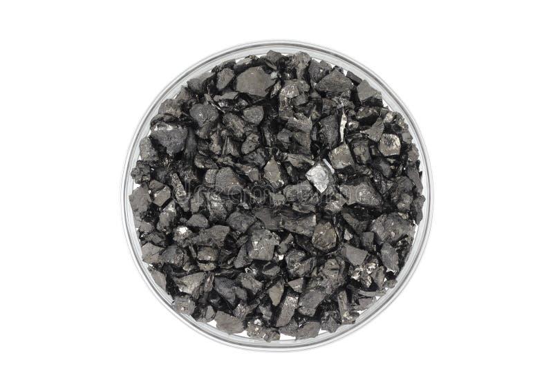 Zerquetschte Kohle in einem Glas lizenzfreie stockfotografie