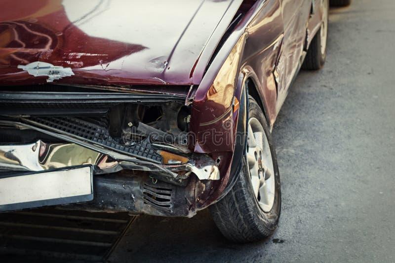 Zerquetschtes Auto stockfotos