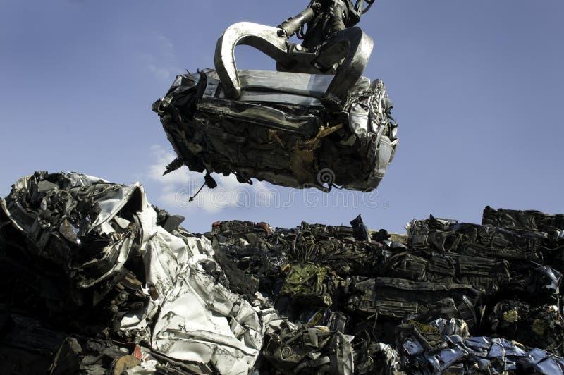 Download Zerquetschtes Auto stockfoto. Bild von stapel, metall - 9092340