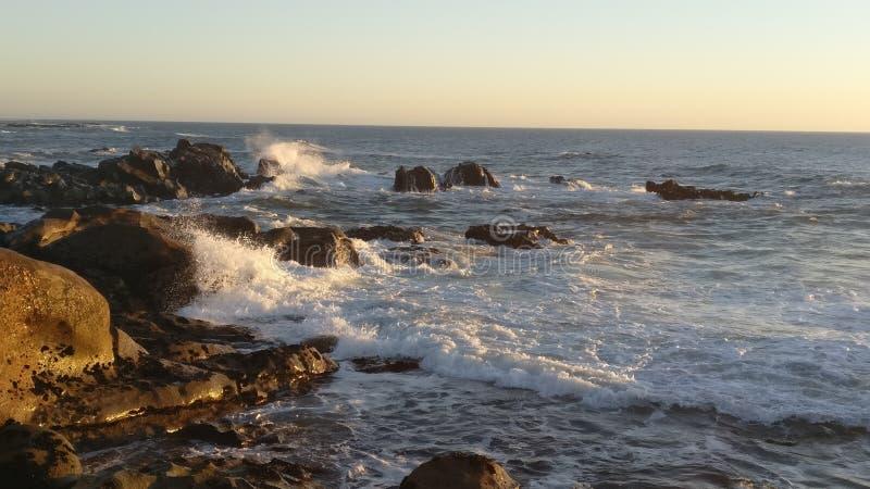 Zerquetschung der Wellen stockbilder