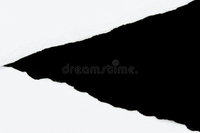 Zerreißen Sie Weißbuchblätter papier auf Schwarzem stockbilder