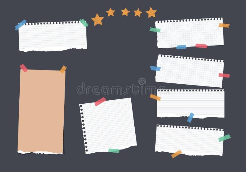 Zerrissene weiße, braune Anmerkung, Notizbuch, Schreibheft, die angeordneten Papierstreifen, die mit buntem Klebeband fest sind,  lizenzfreie abbildung