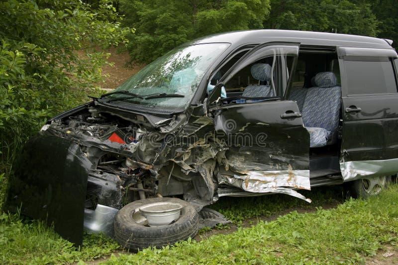 Zerschmettertes Auto stockfoto