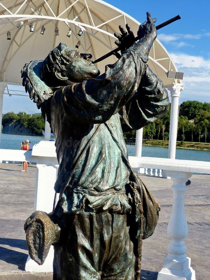 Zersplittern Sie Monument zum sowjetischen Sänger Leonid Utesov in der Rolle eines Schäfers vom sowjetischen Film ` Jolly Fellows stockfoto