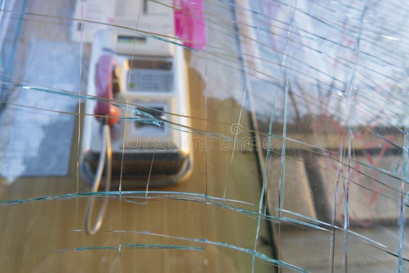 Zerstörte allgemeine Telefonzelle lizenzfreies stockfoto