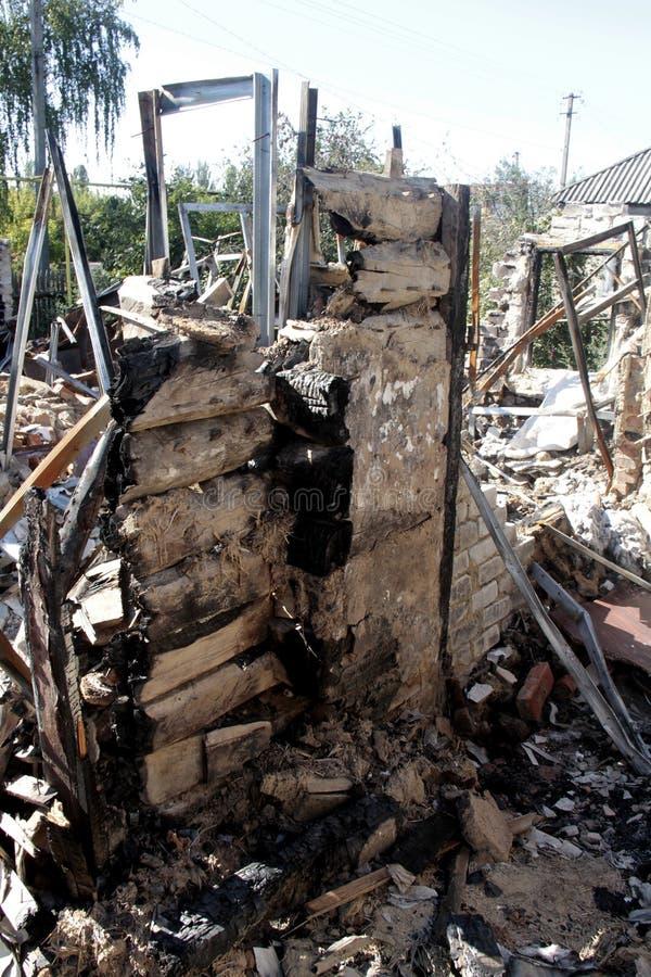 zerstörtes Haus lizenzfreie stockbilder
