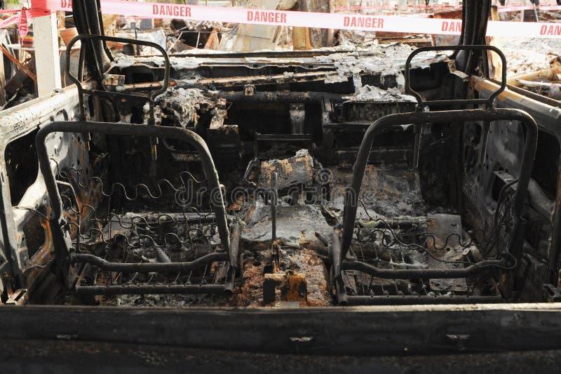 Zerstörung des Automobils verursachte das Tal-Feuer während der Jahreszeit 2015 Kalifornien-verheerenden Feuers in Lake County stockbild