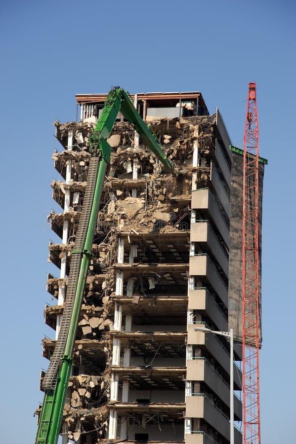 Zerstörung des Highrisegebäudes stockfotografie