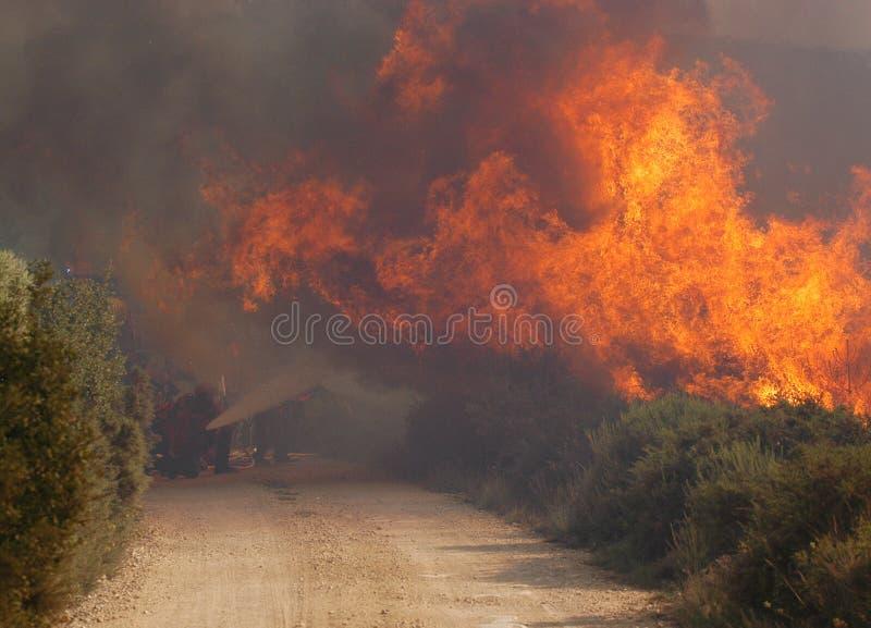 Zerstörung und Feuer lizenzfreie stockfotos