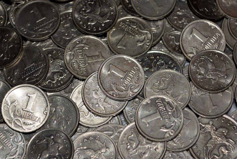Zerstreuen von russischen Münzen lizenzfreie stockfotos