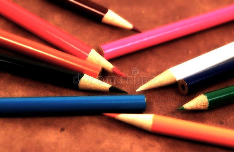 Zerstreute Bleistifte stockbild