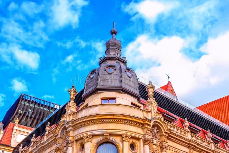 Zerteilen Sie Ansicht des historischen Gebäudes Monopol-Hotels in Breslau stockfotos