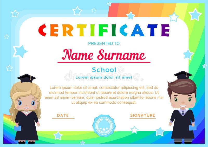 Zertifikat mit glücklichen Absolvent, Mädchen und Jungen in den Staffelungskleidern und -hüten lizenzfreie abbildung