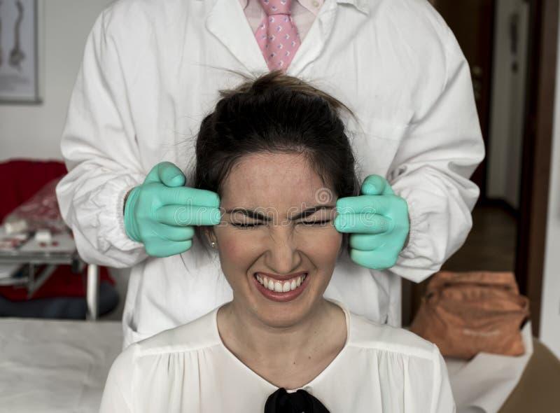 Zervikal und Kopfschmerzen stockfoto