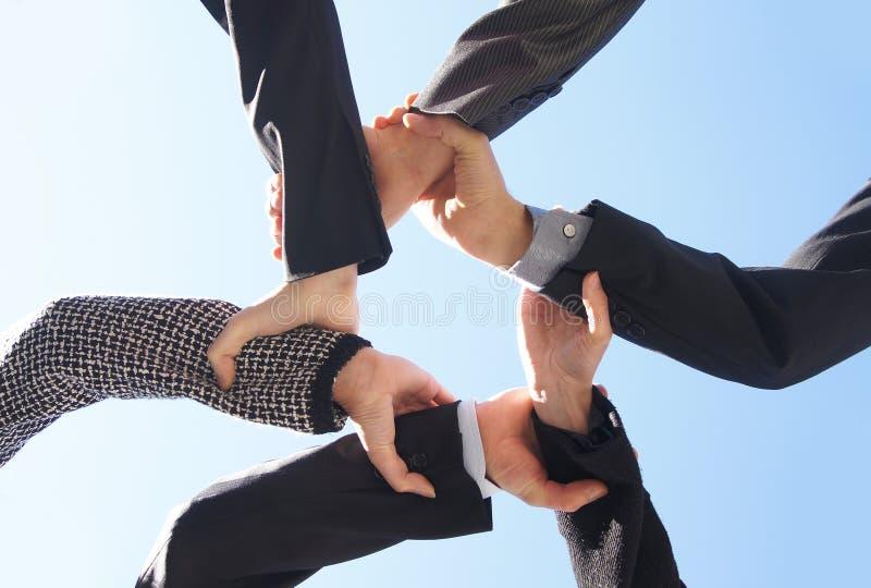 Zes businesspersons die hun handen samen houden royalty-vrije stock afbeeldingen