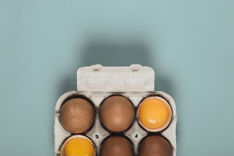 Zes eieren in een eidoos royalty-vrije stock foto's