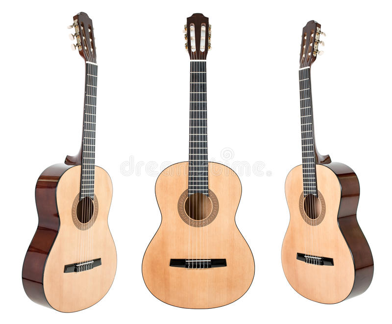 Zes-koord gitaar op wit met het knippen van weg wordt geïsoleerd die royalty-vrije stock afbeeldingen