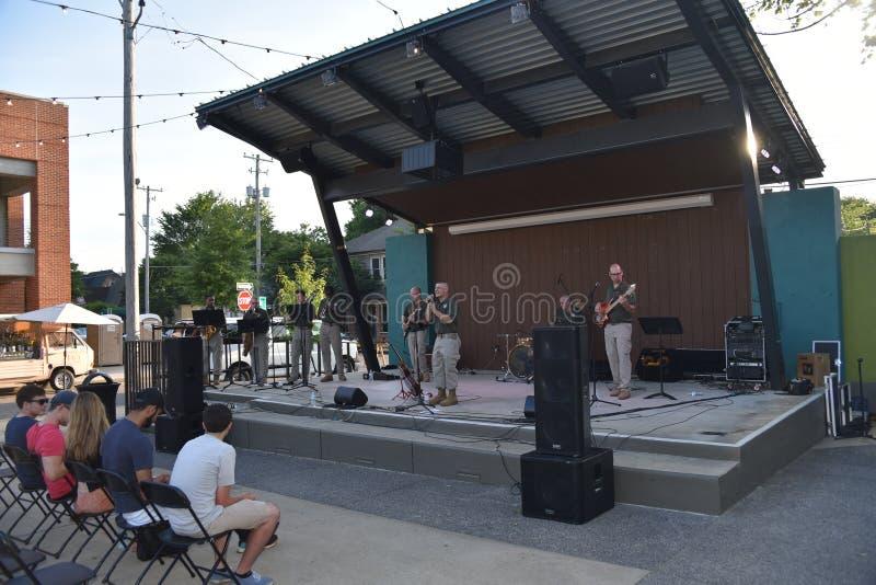 Zespół Na scenie w Overton kwadracie, Memphis, Tennessee zdjęcia royalty free