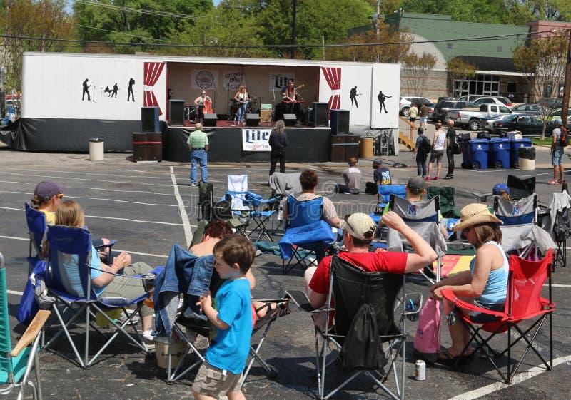 Zespół Wykonuje przy Overton kwadrata raków Rocznym festiwalem zdjęcie royalty free