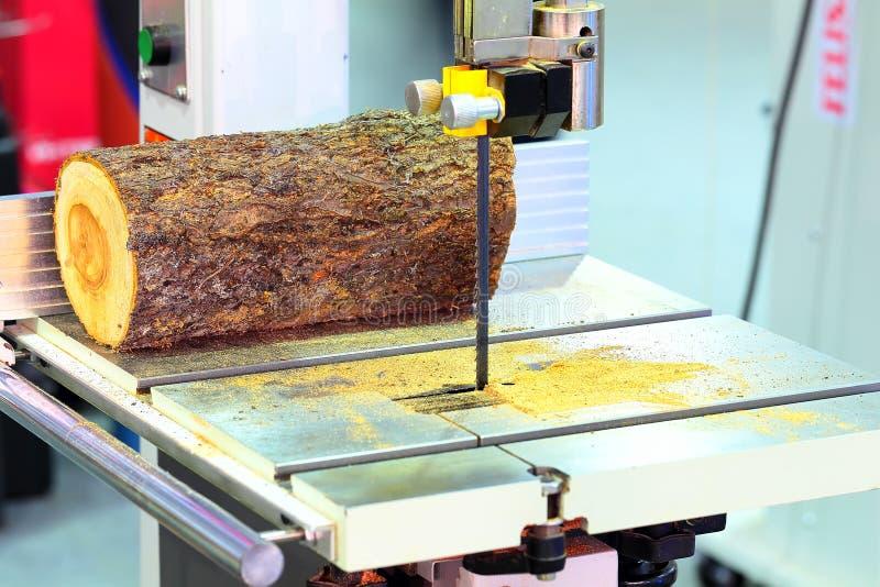 Zespół zobaczył maszynową i drewnianą sztabkę obrazy stock