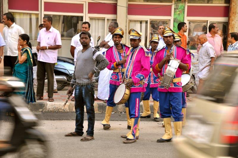 Zespołu mistrz na ulicach India obrazy stock