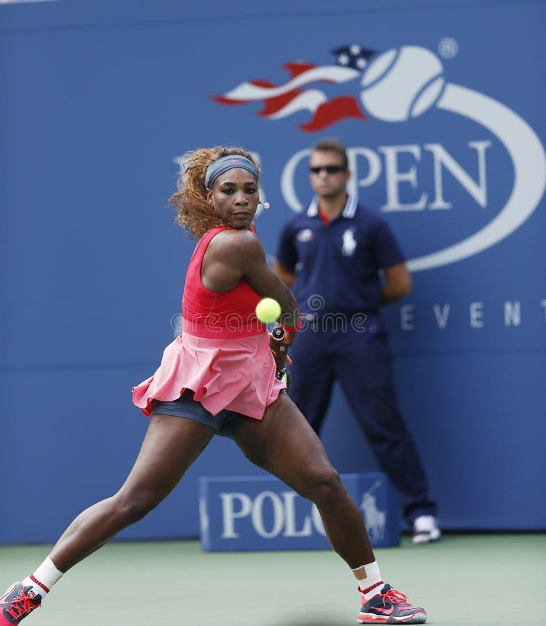 Zestien keer Grote Slagkampioen Serena Williams tijdens haar derde ronde gelijke bij US Open 2013 tegen Yaroslava Shvedova royalty-vrije stock foto's