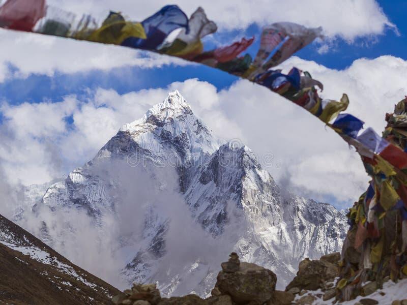 Zet Ama Dablan in Nepal Himalayagebergte op royalty-vrije stock fotografie