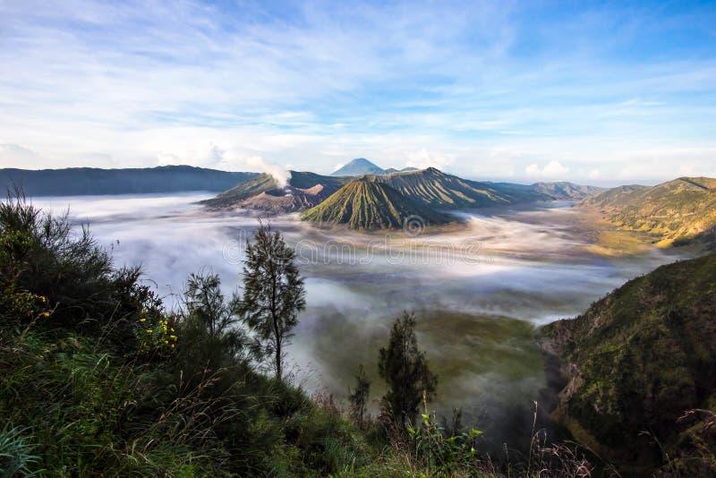 Zet Bromo, Batok en Gunung Semeru in Java, Indonesië op royalty-vrije stock fotografie