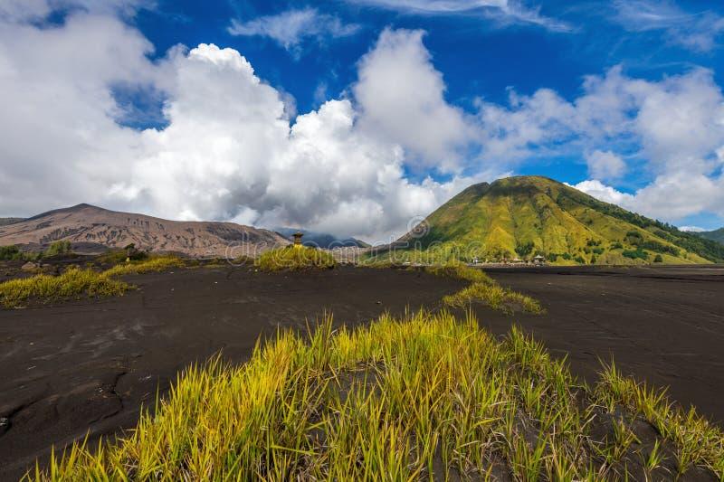 Zet Bromo-het Nationale Park van vulkaangunung Bromoin Bromo Tengger Semeru, Oost-Java, Indonesi? op royalty-vrije stock foto's