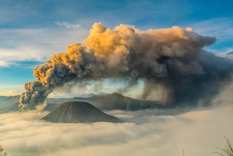 Zet bromo, probolinggo, Oost-Java, Indonesi? op stock afbeelding