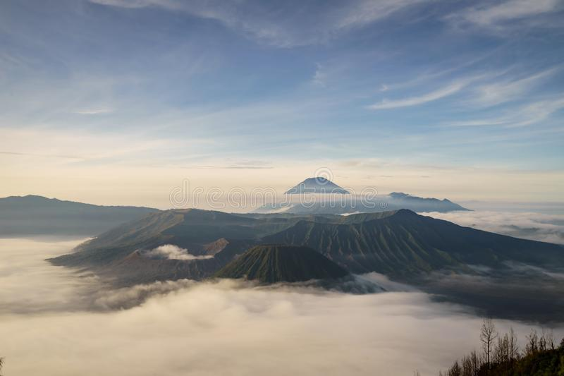 Zet Bromo-vulkaan Gunung Bromo in het Oosten Java Indonesia op royalty-vrije stock afbeelding