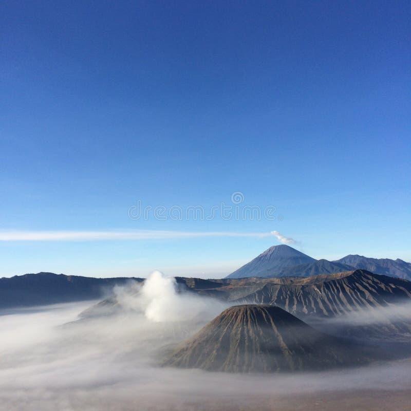 Zet Bromo-vulkaan, Oost-Java, Surabaya, Indonesië op stock afbeelding
