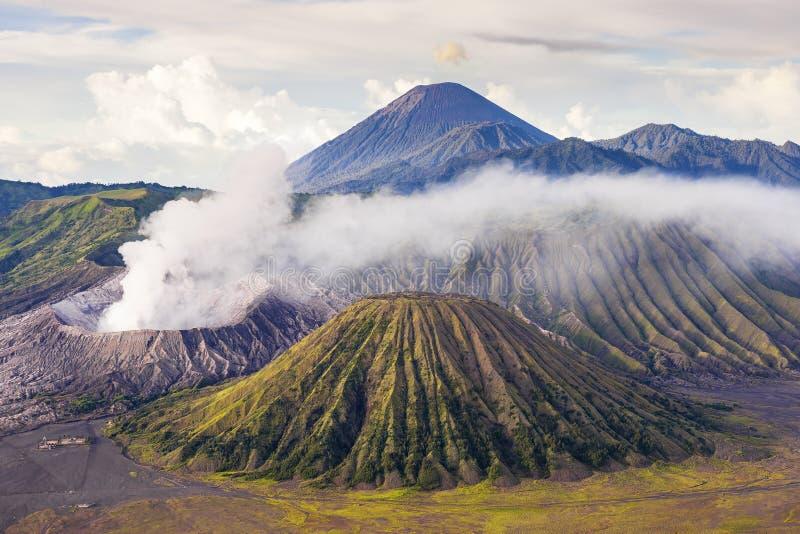 Zet de vulkaan van bromo batok semeru op, zet Java Indonesië bromo op royalty-vrije stock afbeeldingen
