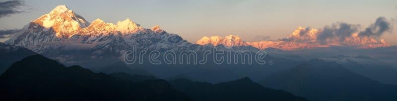 Zet Dhaulagiri op en zet Annapurna - Nepal op stock foto