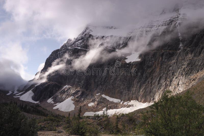 Zet Edith Cavell in Canadese Rockies op royalty-vrije stock fotografie