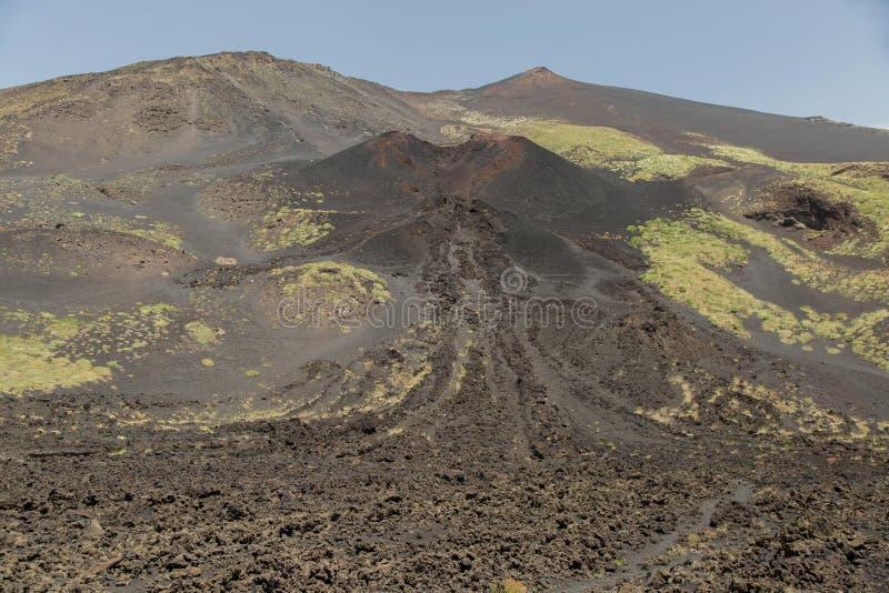Zet Etna Erupted in de Lente op royalty-vrije stock afbeelding