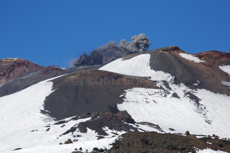 Zet Etna Erupts op royalty-vrije stock afbeeldingen