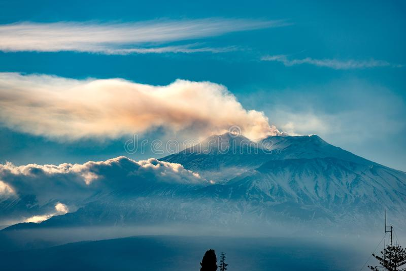 Zet Etna Volcano - Sicilië Italië op royalty-vrije stock foto's