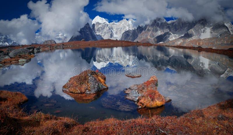Zet Everest-bezinning op stock afbeeldingen