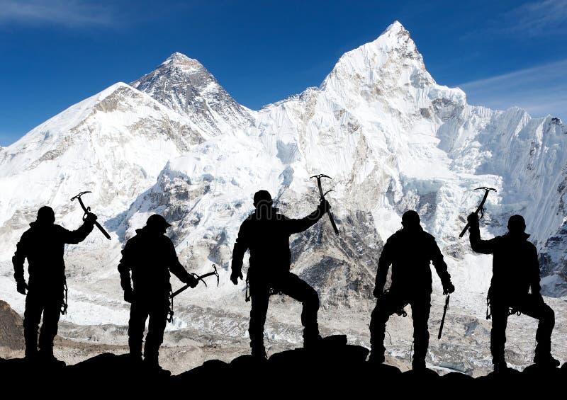 Zet Everest van Kala Patthar en silhouet van mensen op royalty-vrije stock afbeeldingen