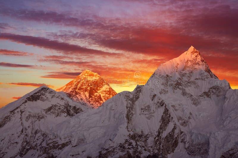 Zet Everest-Zonsondergang op stock fotografie