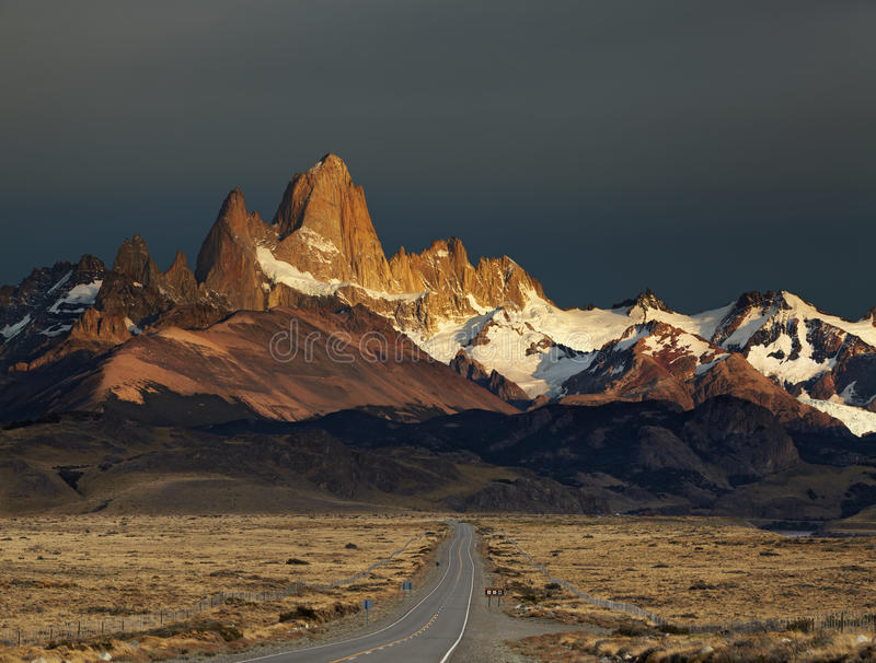 Zet Fitz Roy bij zonsopgang op, Patagonië, Argentinië stock foto