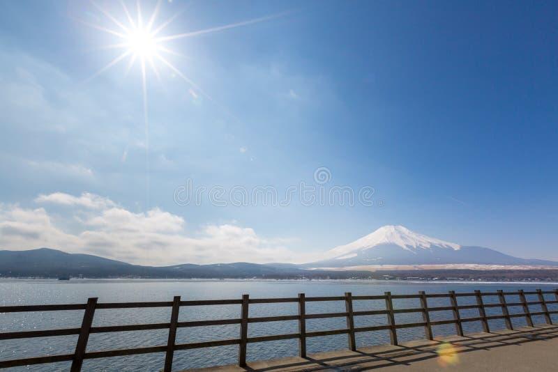 Zet Fuji Bevroren Yamanaka-Meer op stock foto's