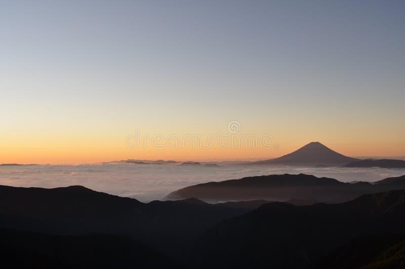 Zet Fuji bij dageraad op stock foto