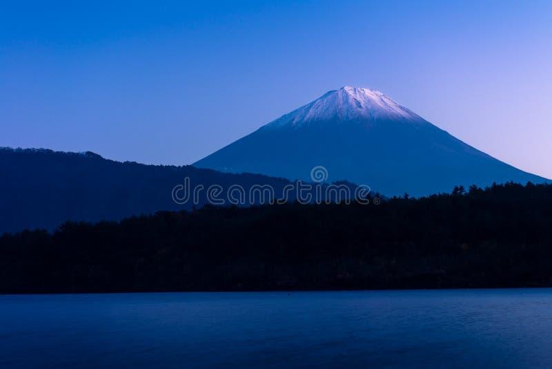 Zet Fuji en meer Saiko op stock afbeeldingen