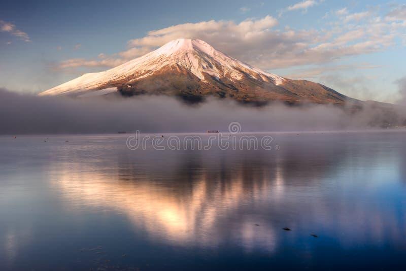 Zet Fuji, Japan op royalty-vrije stock foto