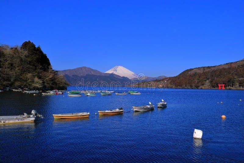 Zet Fuji van Meer Ashi met blauwe hemel van Oude Hakone-Haven Japan op royalty-vrije stock fotografie